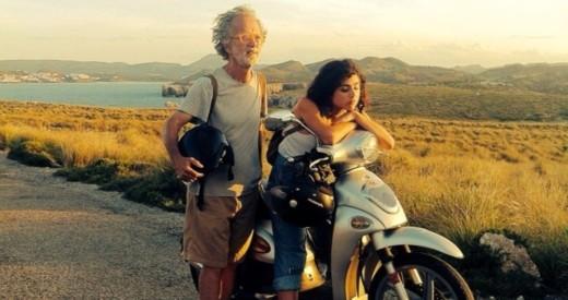 Fotograma de la película 'Isla bonita', con Olivia Delcán junto a Fernando Colomo.