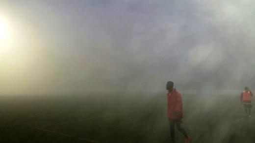 Imagen del campo del San Rafael, cubierto por la niebla, el día que tuvo que suspenderse el partido.