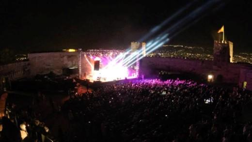 Momento de la actuación de The Other Side en el Castillo Sohail de Fuengirola en julio de 2015. Foto: The Other Side.