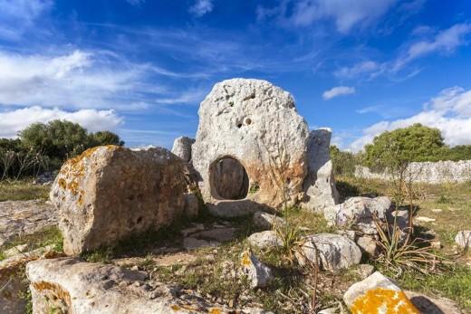 Sepulcro megalítico de ses Roques Llises. Foto: www.menorcatalayotica.info