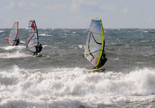 Windsurfistas el pasado día de reyes en Son Bou (Foto: Tolo Mercadal)