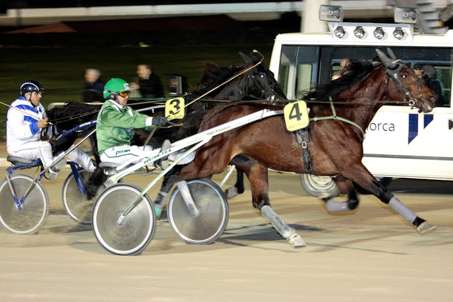 Carritx de Flo, con el dorsal número 3, llegando a la meta (Foto: Infotrot Balears)
