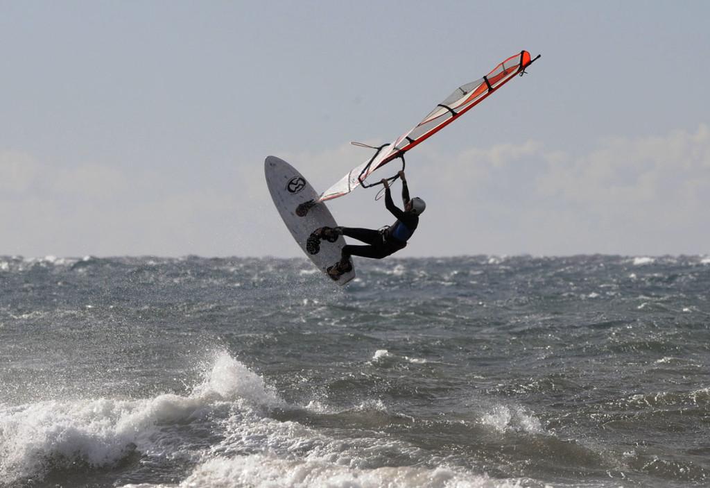 Un día perfecto para practicar windsurf (Son Bou)