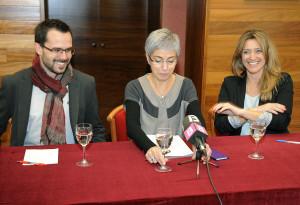 El concejal de Cultura Héctor Pons, la alcaldesa de Maó Conxa Juanola y Àngela Vallés. Foto: Tolo Mercadal.