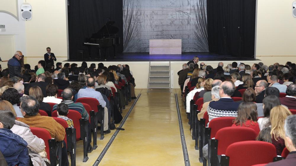 Imagen del teatro momentos antes de dar inicio al acto.
