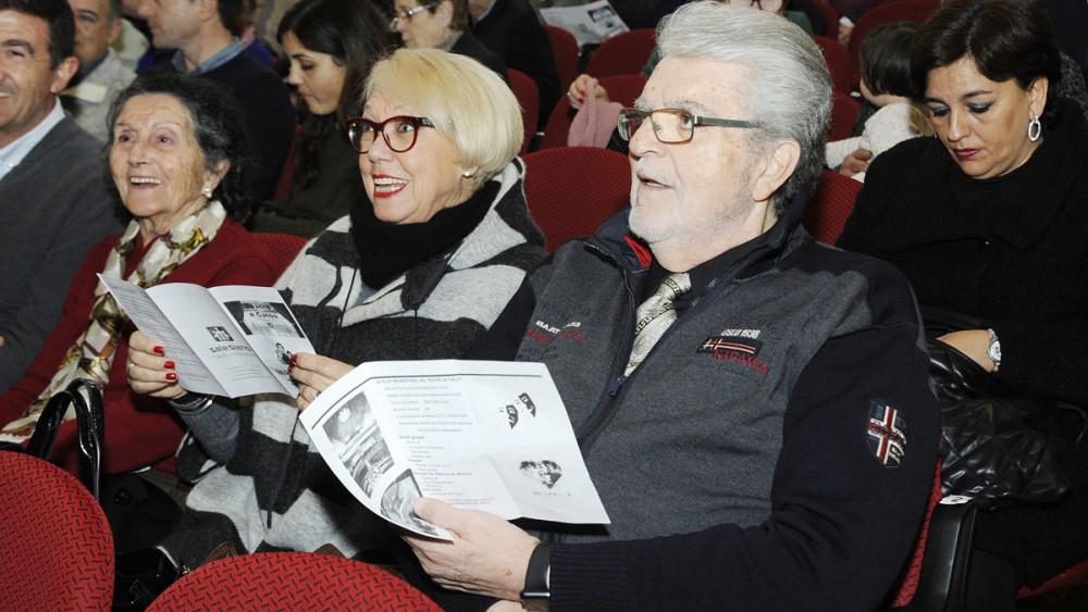 El barítono Joan Pons estuvo entre el público que asistió al acto oficial de reinauguración del teatro de Calós.