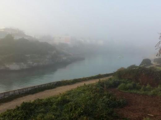 Ciutadella amanece tapada por la niebla