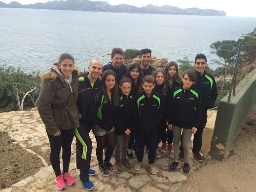 Karatecas de la Isla en su encuentro en Mallorca (Foto: Físics Ciutadella)