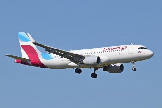 Avión de Eurowings en pleno vuelo.
