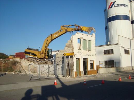 La demolición ha comenzado en el Cós Nou. Foto: Autoritat Portuària de Balears.