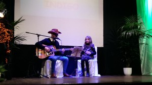 Leonmanso en un concierto anterior con la joven Índigo.