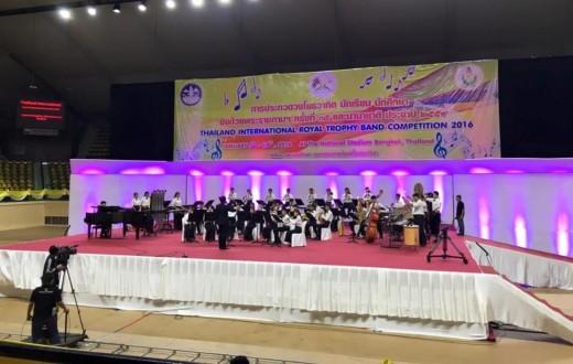 Un momento de la actuación de una de las orquestas en la competición musical de Bangkok (Tailandia).