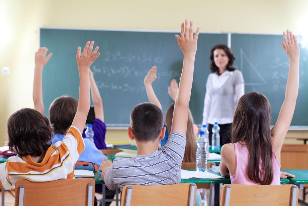 Profesora en un aula.