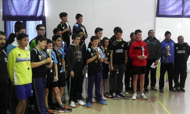 Imagen de la entrega de trofeos de las pruebas escolares.