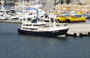 El barco Aris-Tima se encuentra en el puerto de Maó