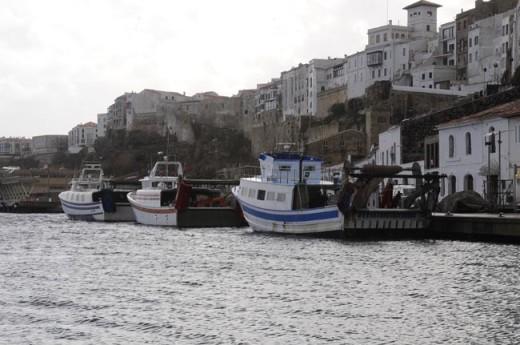 Barcos de pesca en el puerto de Maó