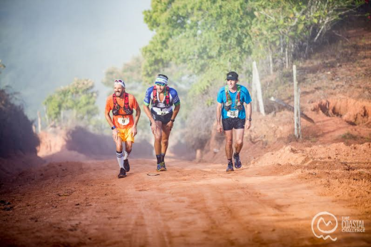 Tres atletas, en un momento de la etapa de ayer (Foto: José Andrés Vargas)