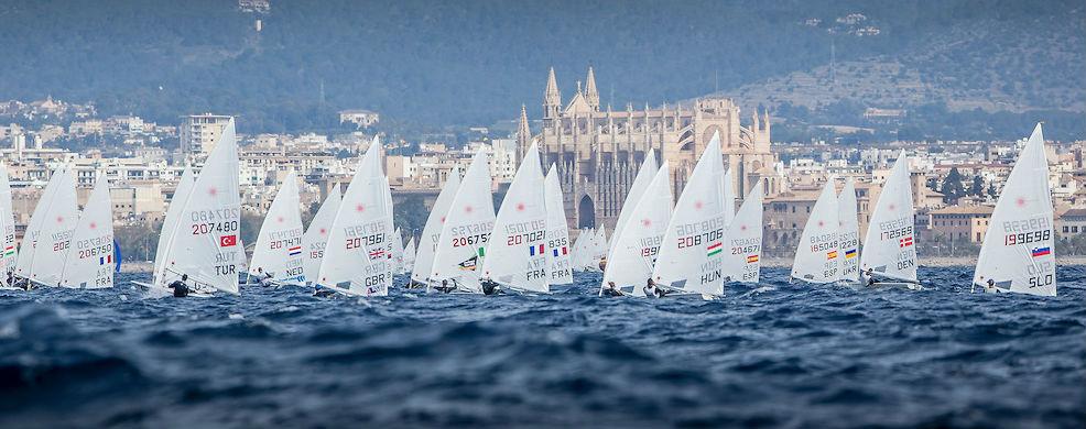 Momento de la regata de Laser Standard (Foto: Jesús Renedo)