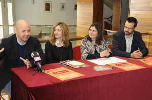 De iz. a der.: Jaume Gomila, Àngela Vallés (gerente del Principal), Mar Rescalvo y Héctor Pons (concejal de Cultura de Maó). Foto: Tolo Mercadal.