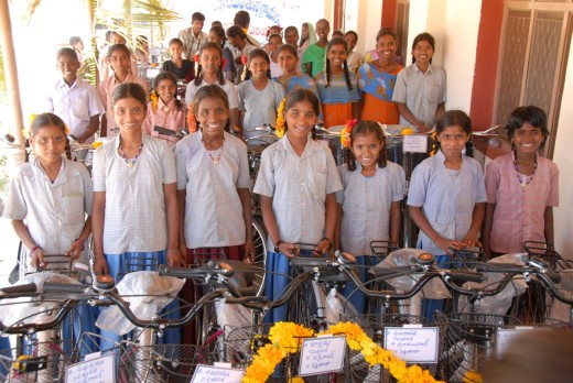 El objetivo es recaudar fondos para que 328 estudiantes de Secundaria puedan conseguir una bicicleta para ir a la escuela. Foto: Fundació Vicenç Ferrer.
