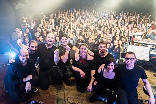 Foto de final de concierto tras una de sus dos actuaciones de este último fin de semana en Barcelona. Foto de Joan Mercadal publicada en el Facebook de The Other Side.