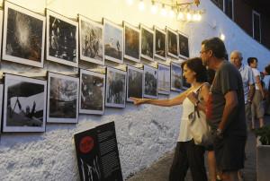 Imagen de la exposición veraniega de Revel'Art en la bajada de Calesfonts.