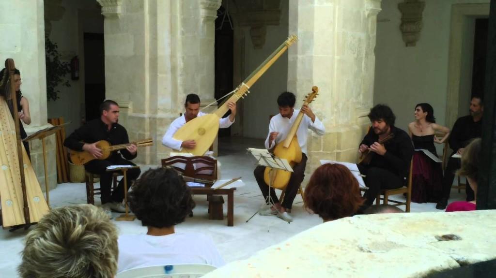La Galatea en una actuación de mayo de 2015 en el Claustre de Sant Francesc de Maó.