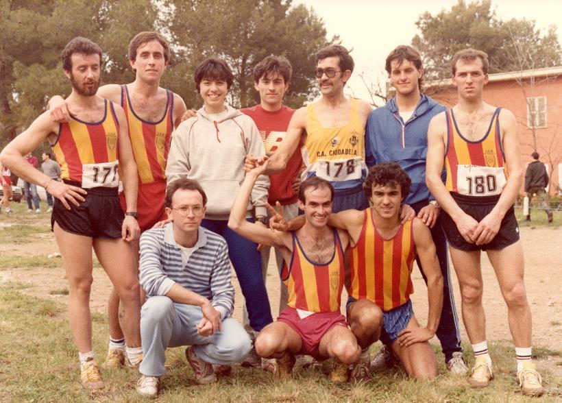 Foto histórica de atletas de la Isla.
