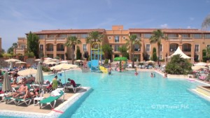 El hotel de Cala'n Bosch es ideal para los pequeños.