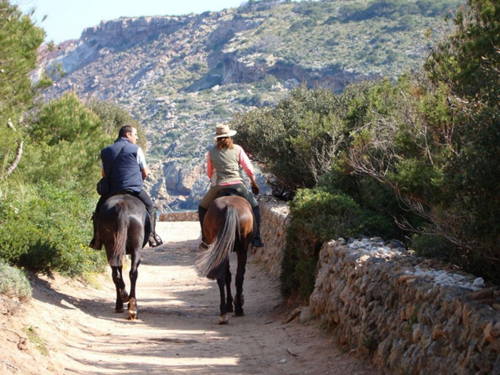 Excursión a caballo por La Vall. Foto: Fundació Destí Menorca.