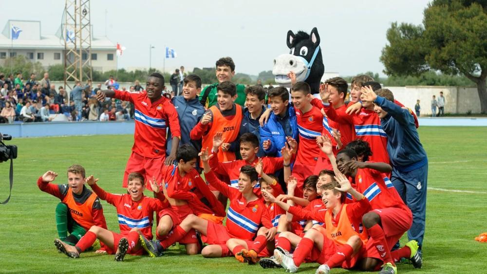 Celebración del título U13 del Espanyol.