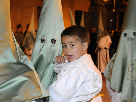 (Fotos y vídeos) Maó guarda el duelo en la procesión del Santo Entierro