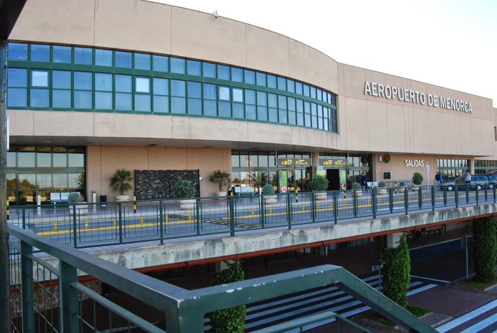 Imagen exterior del Aeropuerto de Menorca (Foto: Tolo Mercadal)