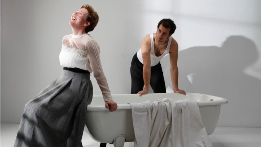 Imagen promocional de 'La senyora', con Margalida Amengual y Jaume Mut. Foto: Can Desbuc.