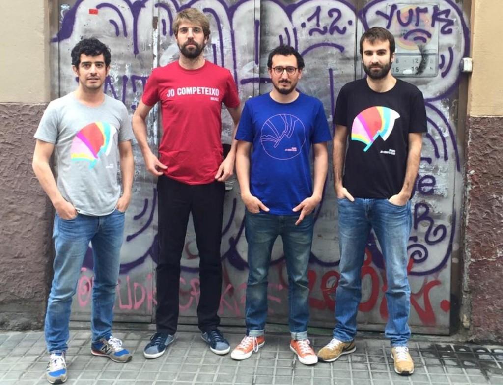 Manel en una imagen muy reciente con sus nuevas camisetas promocionales del disco. Foto: Manel.