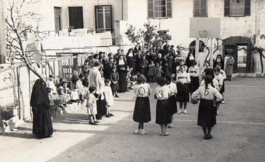 Momento de la inauguración del campo de baloncesto de Cormar en 1954. Foto: Cormar Maó.