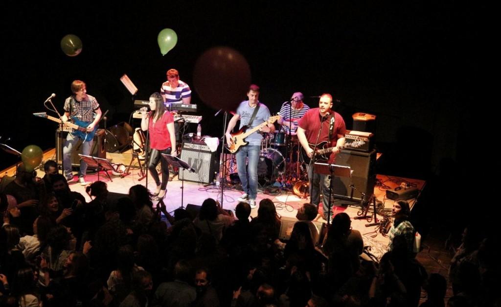 Momento de su actuación en el Auditori de Ferreries. Foto: Jukebox Band Menorca.
