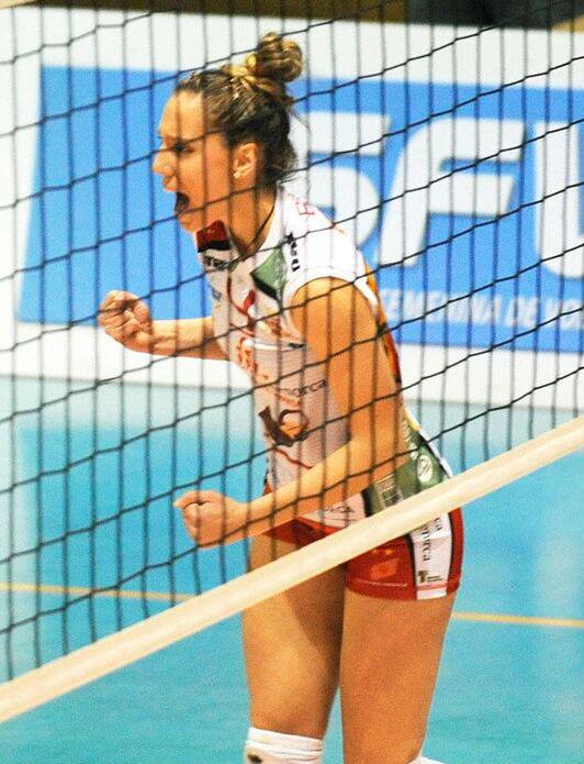 Raquel Brun celebra un punto en un partido de la pasada temporada (Foto: Tolo Mercadal)