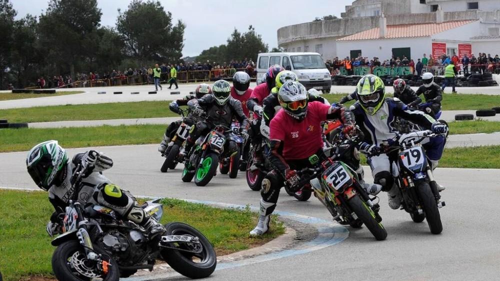 Momento de la prueba de pitbikes que contó con una gran respuesta del público (Fotos: Tolo Mercadal)