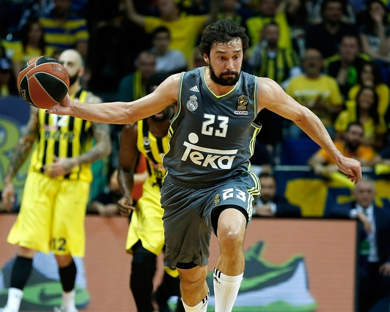 Llull sube la pelota en un momento del partido (Foto: euroleague.net)