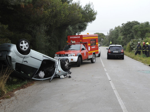 Espectacular accidente en Es Canutells