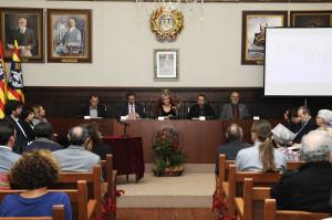 El acto se desarrolló en el salón principal del consistorio.