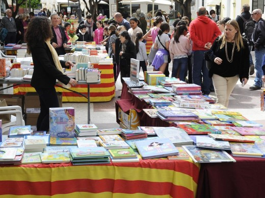 Sant Jordi ya se vive en Maó (Fotos)