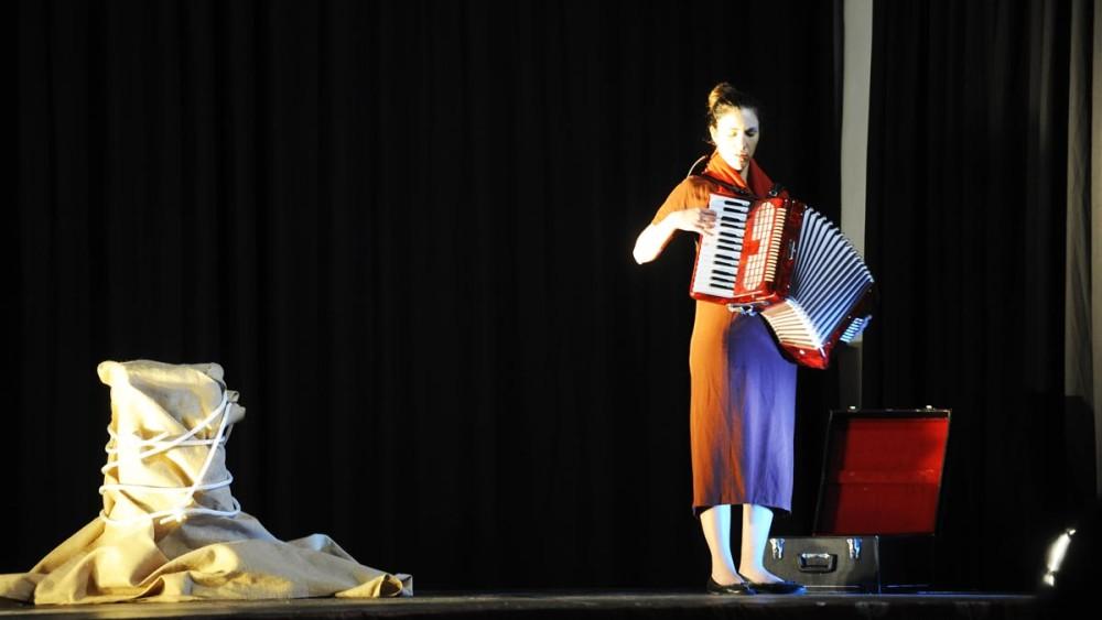 La 'Antígona' de la compañía La Trup ha inaugurado la III Setmana del Teatre de Alaior. Fotos: Tolo Mercadal.