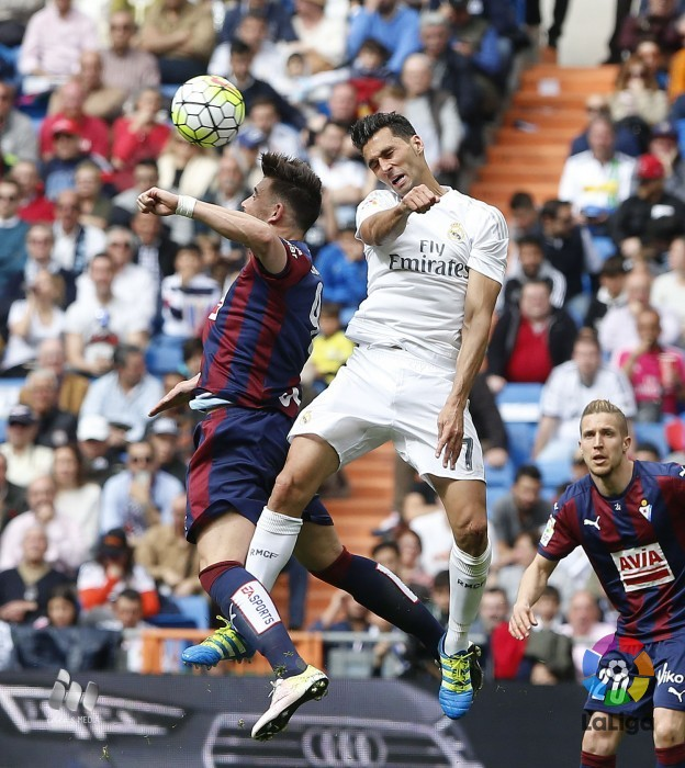 Sergi Enrich salta con Arbeloa (Foto: laliga.es)