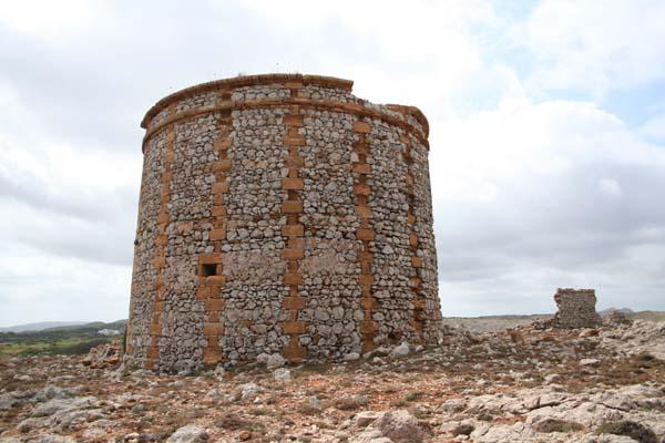 La Torre de defensa de Sanitja es uno de los lugares visitados por el autor del reportaje
