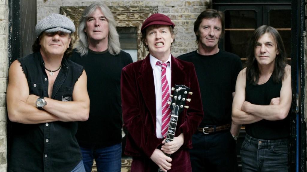 El tributo a AC-DC se retrasa hasta septiembre.