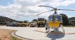 Vehículos y helicóptero del dispositivo.