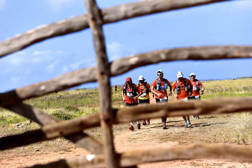 Atletas durante uno de los tramos del Camí de Cavalls (Foto: Marta Bacardit )