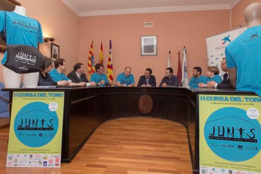 Momento de la presentación de la carrera en Es Mercadal (Fotos: Karlos Hurtado)